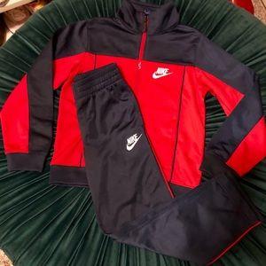NWT - Boy's Nike Warm-Up Suite. Sz 6